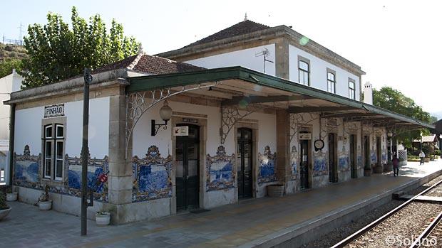 ポルトガル鉄道・ドウロ船、アズレージョで有名なピニャオン駅