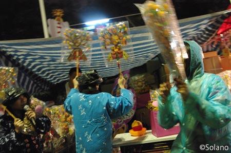 香港の年末、春節・旧正月前の年宵花市。客引きの激しい呼び込み