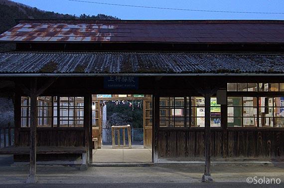 わたらせ渓谷鉄道・上神梅駅、夜の木造駅舎