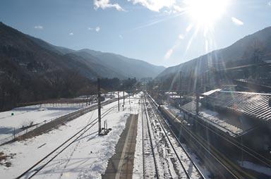 快晴、冬の贄川駅