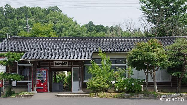 JR西日本・木次線、加茂中駅の木造駅舎