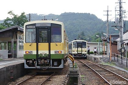 出雲横田駅での木次線の列車、木次線カラーのキハ120形