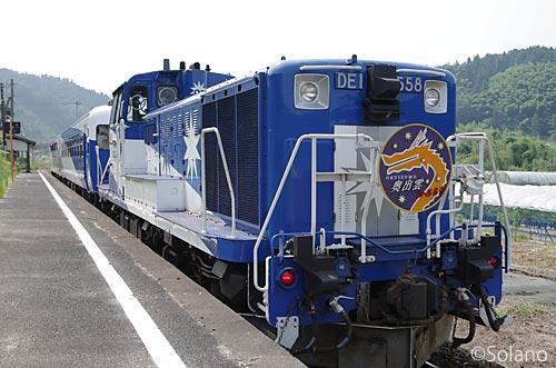 木次線の観光列車・奥出雲おろち号、D機関車と客車2両という編成