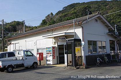 紀勢本線・江住駅の木造駅舎