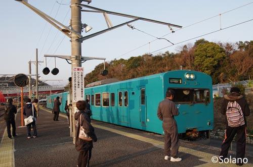 印南駅に入線する紀伊田辺行き103系電車