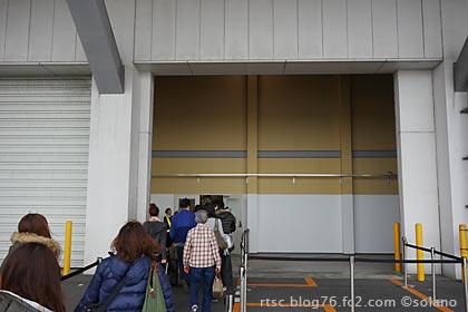 倉庫のようで華のない那覇空港のLCCターミナル