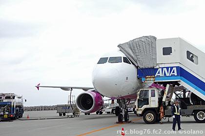 ピーチアビエーション那覇空港に到着