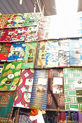 キガリ・キミロンコマーケット、アフリカらしい布地