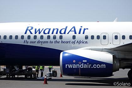 キガリ国際空港に到着したルワンダ航空B737-800