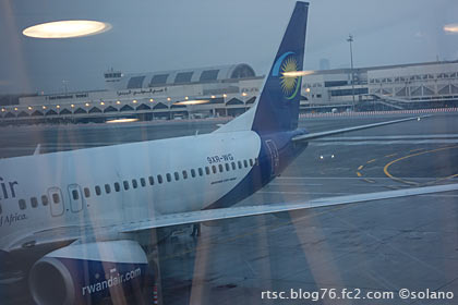 ドバイ空港、ルワンダ航空キガリ行きのB737-800