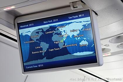 ルワンダ航空B737-800、天井のTVモニターの地図