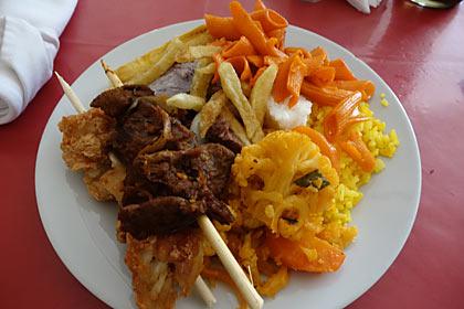 ルワンダ式ビュッフェの昼食