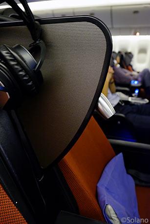 JALスカイスイート・PYクラス座席、隣席との仕切り