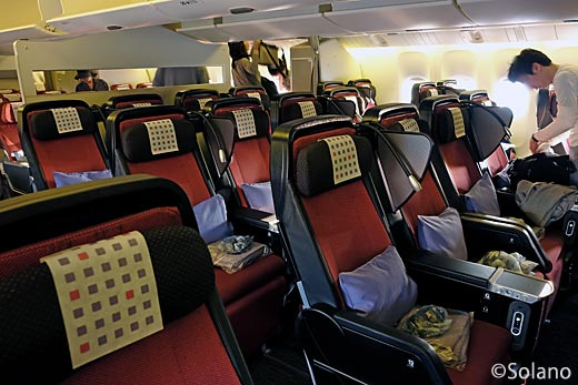JALスカイスイート777、プレミアムエコノミークラス、客室と座席