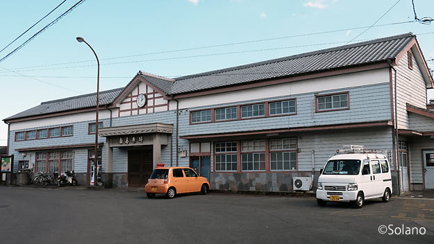 島原鉄道、役目を終え取り壊しを待つ洋風木造駅舎