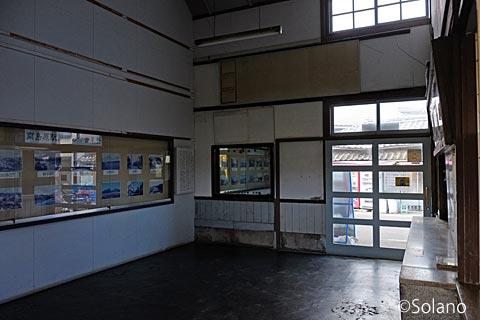 島原鉄道・南島原駅旧駅舎、待合室と切符売場
