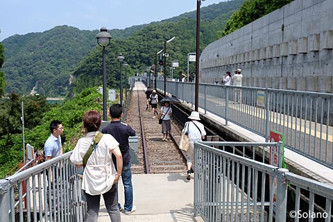 JR西日本・山陰本線・餘部駅、観光客で賑わう秘境駅!?