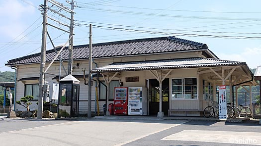 JR西日本・山陰本線、佐津駅の木造駅舎