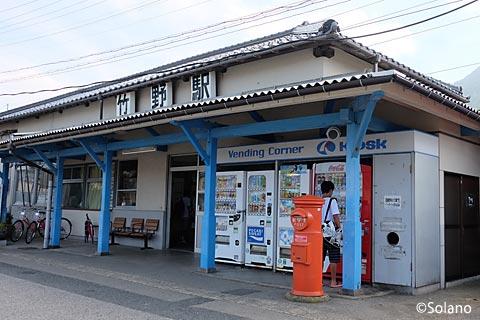 JR西日本・山陰本線、竹野駅の木造駅舎