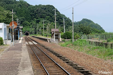JR西日本・山陰本線、鎧駅のプラットホーム