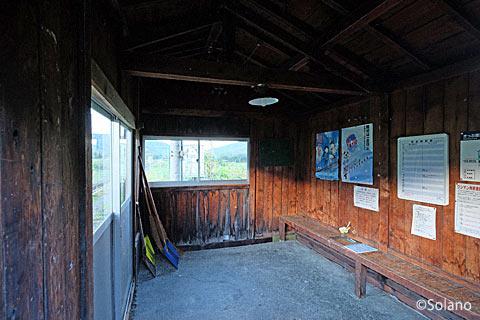 旧白滝駅、木造の待合室の内部