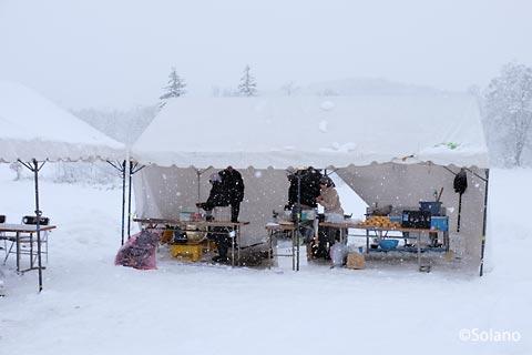 沼牛駅、幌加内町の特産品を販売する屋外テント