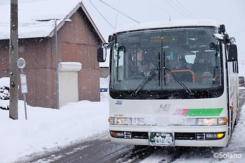 ジェイアール北海道バス深名線、下幌加内停留所に停車するバス