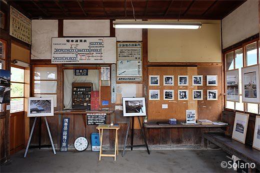 信濃竹原駅の木造駅舎、公開された待合室内部