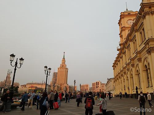早朝のモスクワ・レニングラードツキー駅