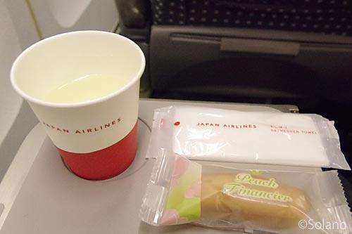 JAL、クラスJのお菓子とドリンクサービス