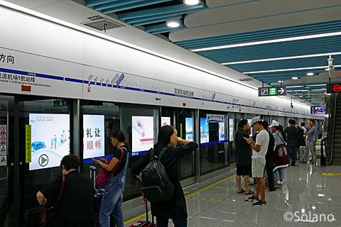 成都地下鉄10号線、双流国際空港T2駅プラットホーム