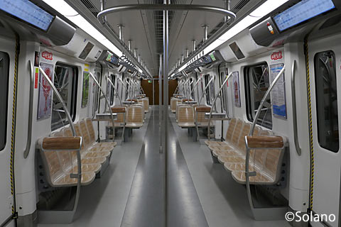 成都地下鉄10号線車内、クロスシート部分