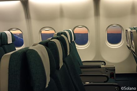 名古屋行きキャセイパシフィック航空、夕暮れの機窓