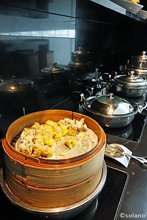 キャセイ香港国際空港ラウンジ、ザ・ウイング。ビュッフェコーナー