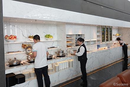 キャセイ香港空港ラウンジ、ザ・ウイング、食べ物コーナー