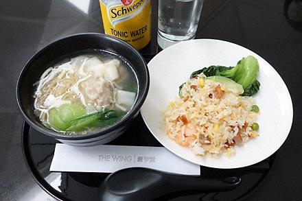 キャセイパシフィック航空ラウンジ、ヌードルバーのワンタン麺