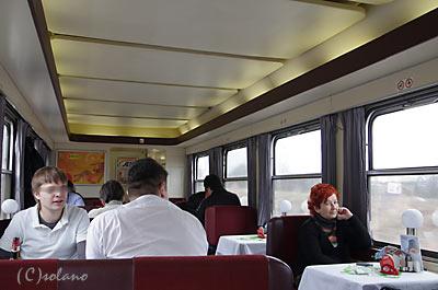 プラハ-ウィーンの特急EC、食堂車の車内