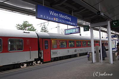プラハ発のEC77、ウィーンの暫定ターミナル駅のマイドリング駅に到着