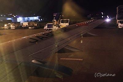 JTA、夜の宮古発那覇行き、後部座席からの外の眺め