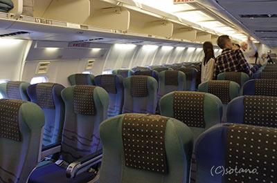JTA・B737-400の普通席客室