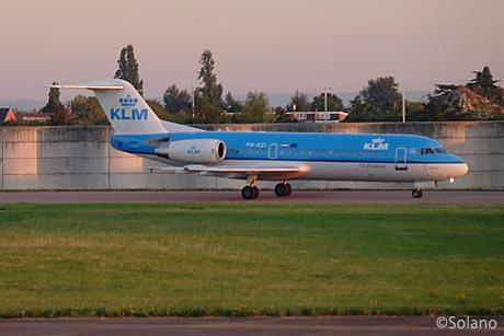 ロンドン・ヒースロー空港、KLMのフォッカー70