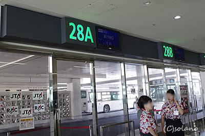 那覇空港、今日2回目の28番搭乗口…