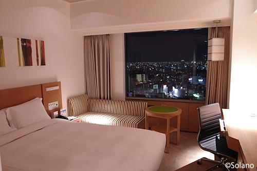 スイスホテル南海大阪、高層階の快適な客室