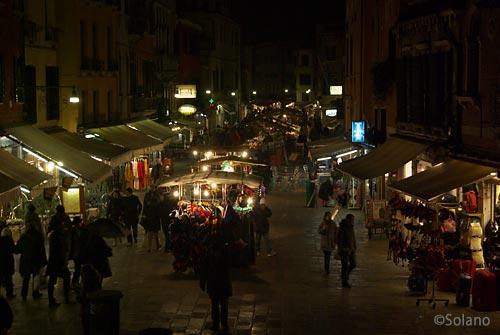 ヴェネツィア、夜の街並み