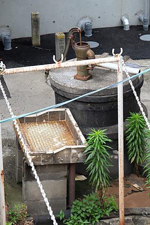 富士フィルムX-1+XF18-135サンプル画像:亀崎駅の井戸