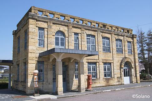 山形交通・高畠駅、石造りの駅舎は廃線後も保存された