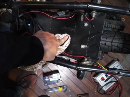 単車バッテリー交換 (11)