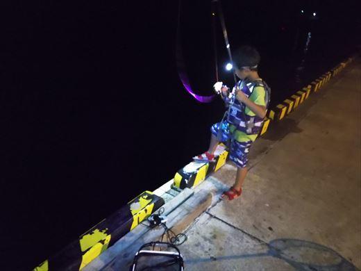 1日目の野伏港夜釣り (5)