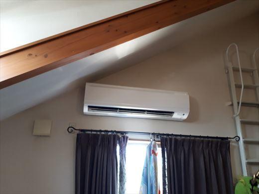 エアコンのリモコン (6)