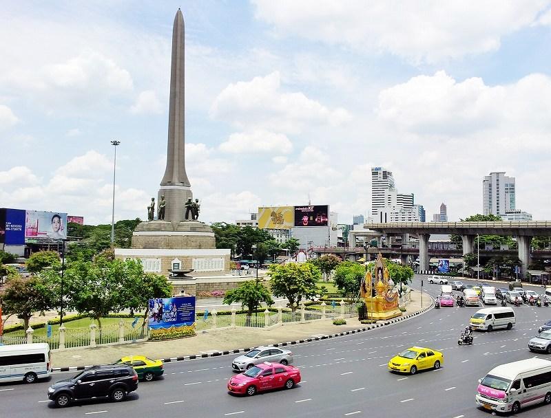 タイ王国の首都バンコク「戦勝記念塔」BTSビクトリーモニュメント駅前
